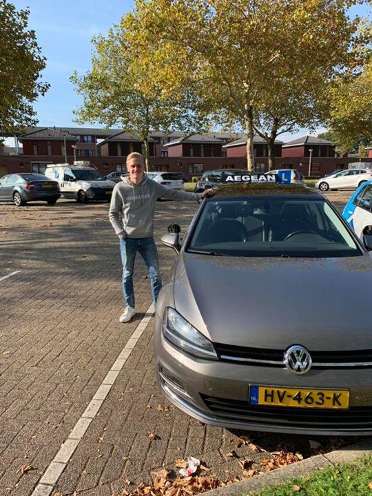 Jelle van Hooren keurig gereden! Je rijbewijs in 1x binnen. Blijf dit zo volhoud...